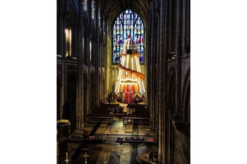 cattedrale anglicana di Norwich, con lo scivolo gigante al suo interno