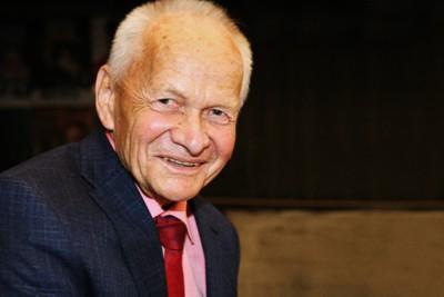 Hubert Gindert, Economista