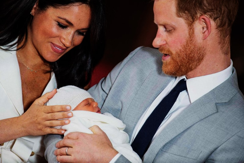 Il principe Harry, sua moglie Meghan Markle e il loro primo erede (DOMINIC LIPINSKI/AFP/GETTY IMAGES)