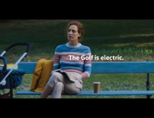 Regno Unito, vietata pubblicità della Golf perché la donna è con il passeggino!