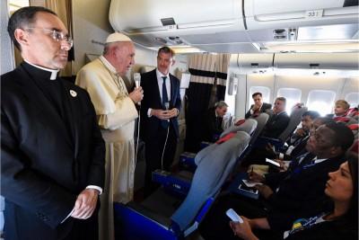 Papa Francesco, conferenza in volo di ritorno dall'Africa (foto: Vatican Media)