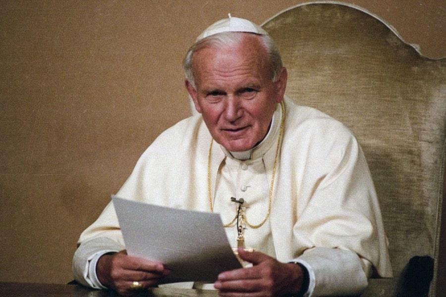 """Giovanni Paolo II in Fides et Ratio: """"al momento attuale, la ricerca della verità ultima sembra spesso trascurata"""". L'esito è uno """"scetticismo diffuso"""" che diventa nichilismo."""