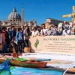 """Ricompare la figura lignea femminile nuda durante la """"Via Crucis amazzonica"""""""