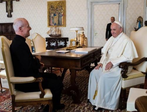 """Papa Francesco ha richiesto e incontrato padre Martin, sostenitore della pastorale LGBT, ma non ha voluto incontrare i cardinali dei """"dubia""""."""