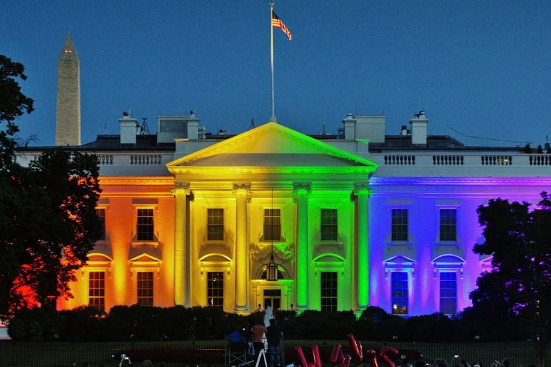 Casa Bianca colorata LGBT