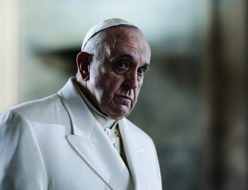 La confusione è in mondovisione, e i chiarimenti e le smentite del Vaticano non sono più plausibili.