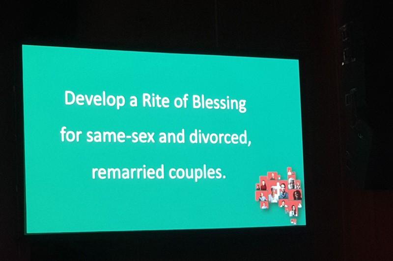 Fotografia della slide in cui si propone la benedizione delle coppie omosessuali (arcidiocesi di Brisbane, Australia)