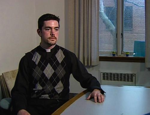 """La diocesi appoggia il sacerdote che ha negato l'Eucaristia a giudice """"sposata"""" con persona dello stesso sesso"""