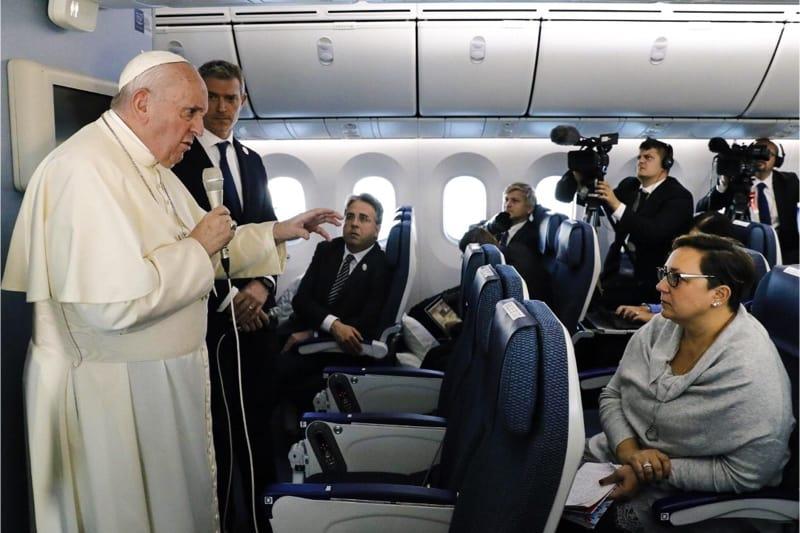 Papa Francesco sul volo di ritorno da Tokyo il 26 11 2019