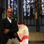 Citykirche Mönchengladbach mostra croce con carcassa animale