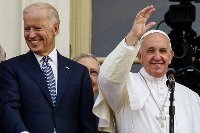 Joe Biden e Papa Francesco (foto credit Lifesitenews)