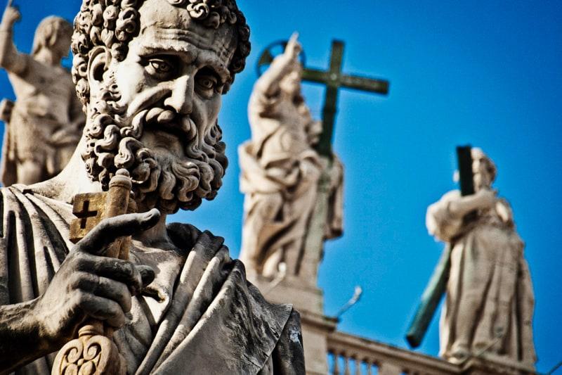 San Pietro statua in piazza San Pietro a Roma