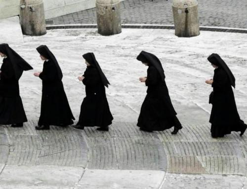 Proibire l'abito ad un'anziana suora per entrare in una casa di riposo è davvero troppo, dice un sindaco francese