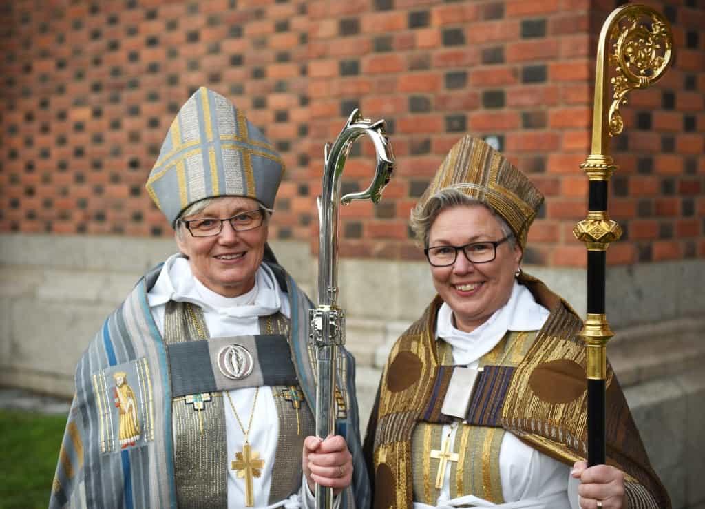 """Antje Jackelén (primate della Chiesa Luterana di Svezia dal 2014) e la """"consorella"""" Eva Nordung Byström"""