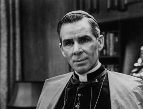 La beatificazione di Fulton Sheen è rimandata, ma la causa non è collegata all'accusa di insabbiamento del 2007, alcune fonti riferiscono.