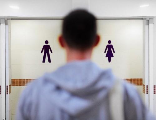 Un ragazzo che si percepisce femmina è nelle docce e negli spogliatoi femminili della scuola di tua figlia