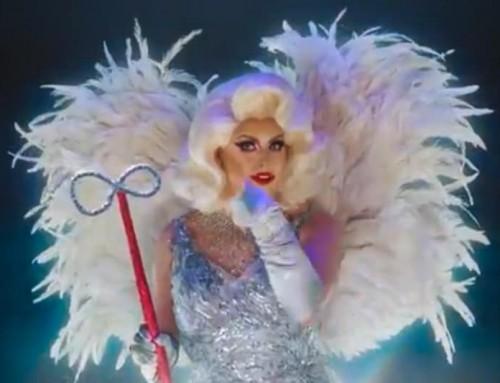 Video: Una drag queen al posto dell'angelo