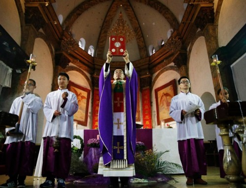 Il governo comunista cinese irrompe nelle chiese durante i riti domenicali ed espelle i fedeli