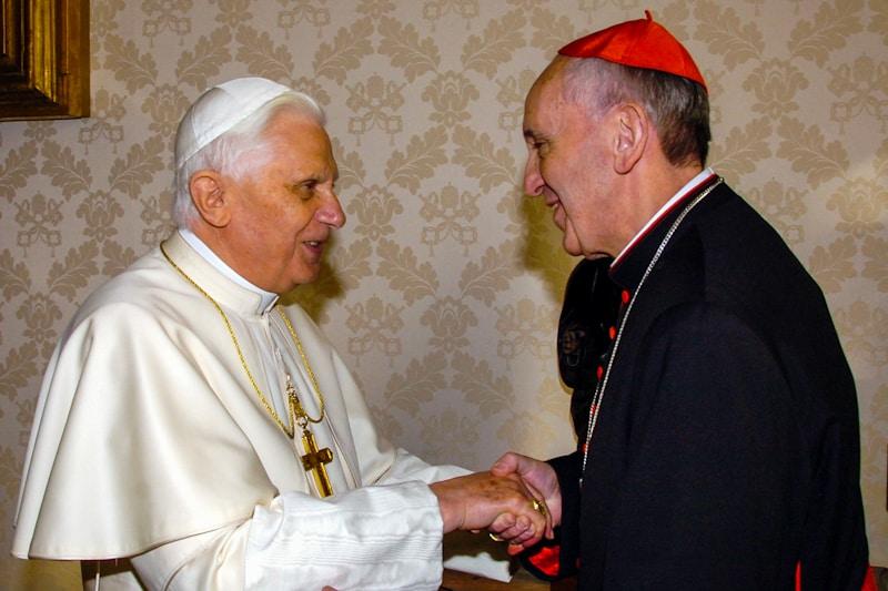 Papa Benedetto XVI E il card. Jorge Mario Bergoglio nel 2007 in Vaticano