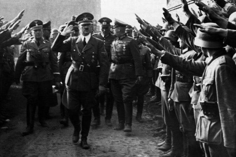Adolf Hitler visita le truppe vicino a Lodz, 1939