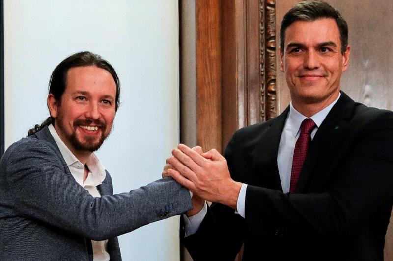 Il leader di Podemos (a sinistra) Pablo Iglesias, e il capofila dei socialisti e premier spagnolo Pedro Sanchez (reuters)