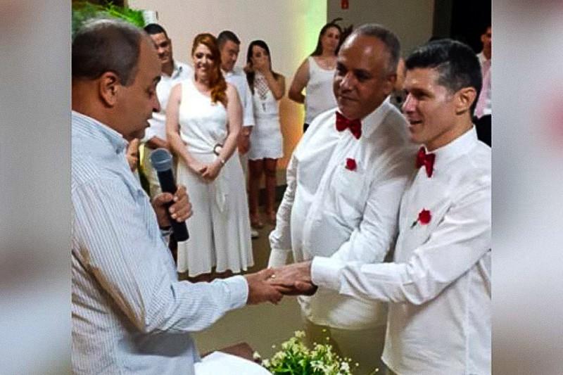 padre Vicente Paula Gomes benedice unione omosessuale