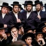 I rabbini sfidano le autorità scolastiche, non insegneranno stili di vita LGBT nelle scuole ebraiche del Regno Unito