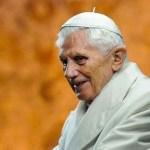 Papa Benedetto sta bene, prega per il mondo che soffre per il coronavirus