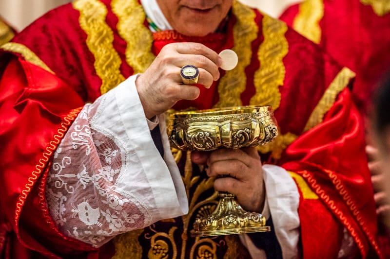 Sacerdote Comunione Eucarestia Ostia