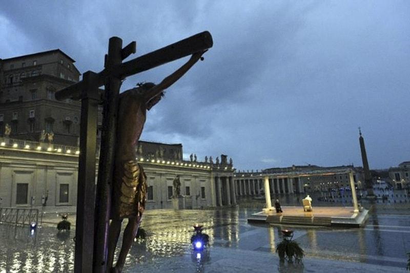 Preghiera Papa Francesco piazza San Pietro 27 03 2020