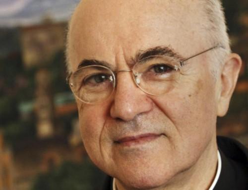 L'arcivescovo Viganò chiede ai vescovi e ai sacerdoti di recitare un esorcismo il prossimo Sabato Santo