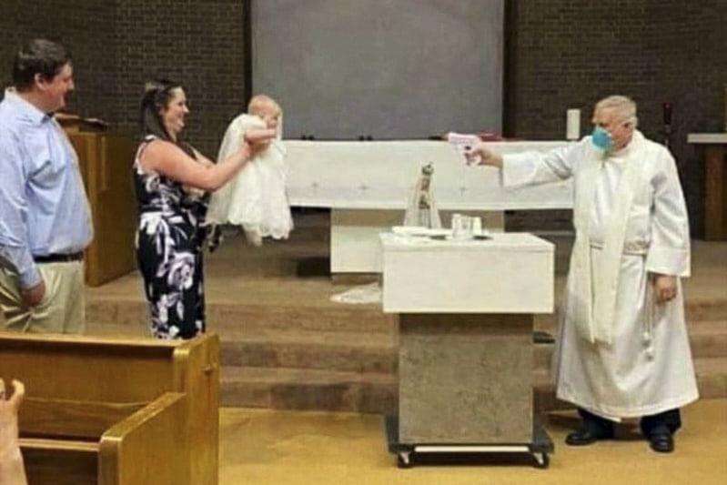 Battesimo con pistola ad acqua