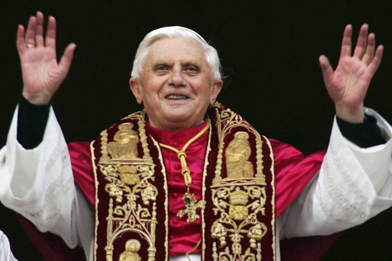 Papa Benedetto XVI il giorno della elezione 19 aprile 2005 (AP)