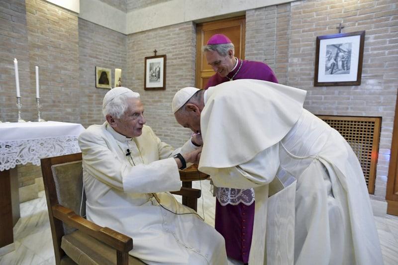 Benedetto XVI visitato da Papa Francesco Concistoro Basilica di San Pietro 2018.06.28 CPF- Vatican Media