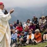 """Messe? Ci  sono """"cose più urgenti"""", dice il vescovo. Un fedele, addolorato, prende carta e penna e gli scrive."""