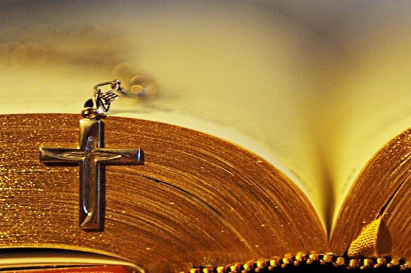 Vangelo e crocifisso