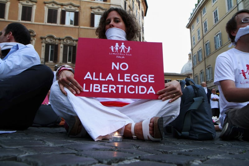 Omofobia legge liberticida