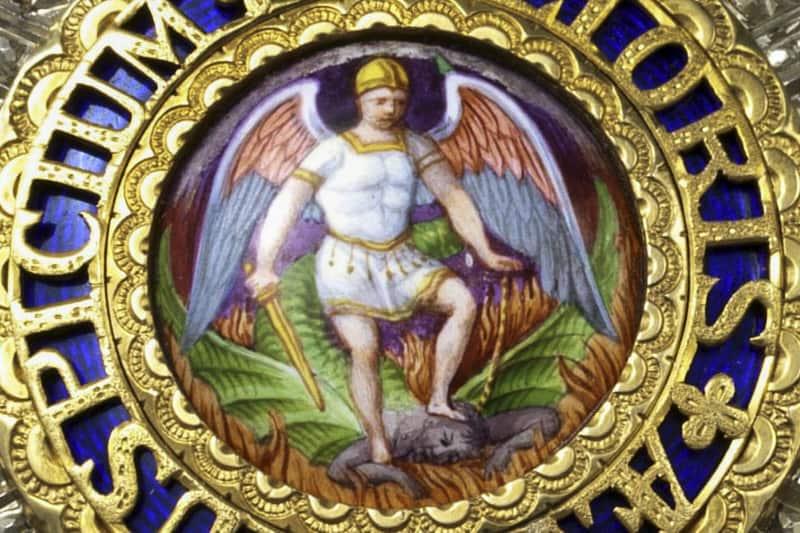 San Michele Arcangelo schiaccia testa del diavolo Photograph: INTERFOTO/Alamy)(