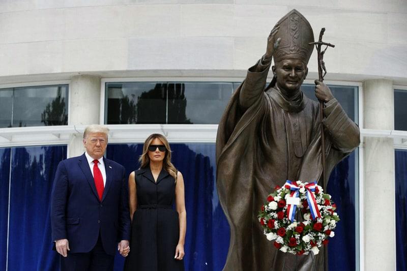 Trump e Melania Saantuario San Giovanni Paolo II a Washington