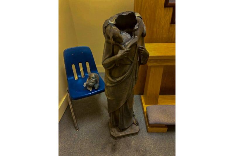 Statua Gesù Buon Pastore decapitata, parrocchia del Buon Pastore di Miami, Florida, (USA)