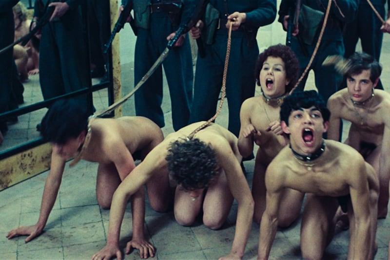 """Scena dal film di Pasolini: """"Salò o le 120 giornate di sodoma"""""""