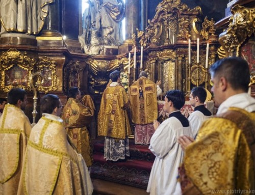 Il piano del Papa per limitare la messa tradizionale in latino è appoggiato da due cardinali curiali