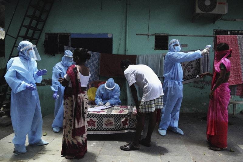 Dharav,i trattamento per covid (Rafiq Maqbool / Associated Press)