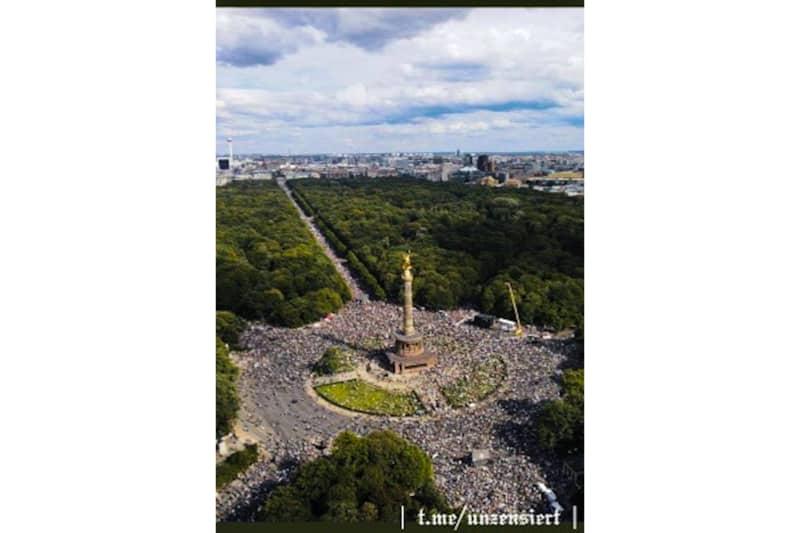 Manifestazione-a-Berlino-contro-restrizioni-democrazia-per-COVD-29-agosto-2020