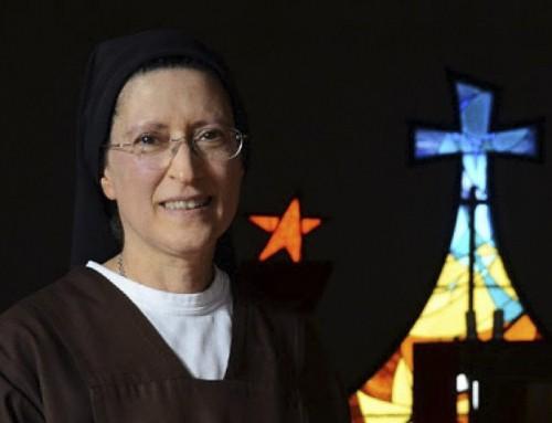 Papa Francesco sostiene la 'Suora del Trans' pro-LGBT, causando confusione