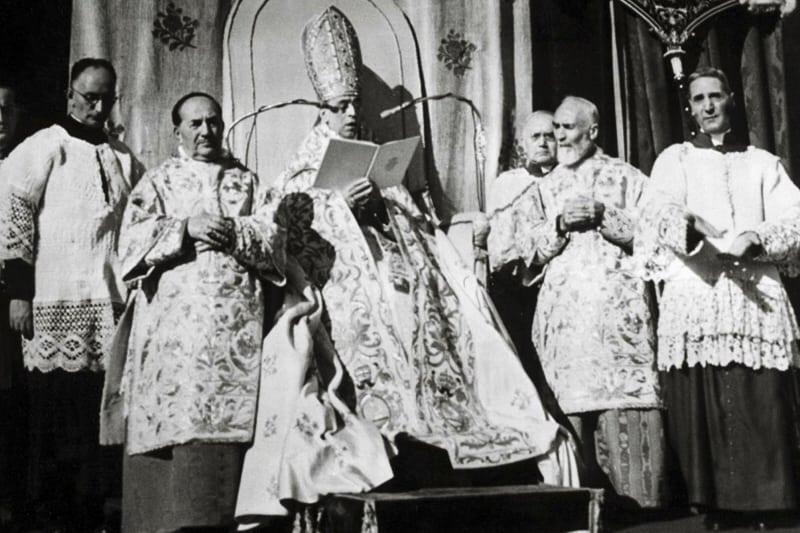 Pio XII proclama il dogma dell'Assunzione