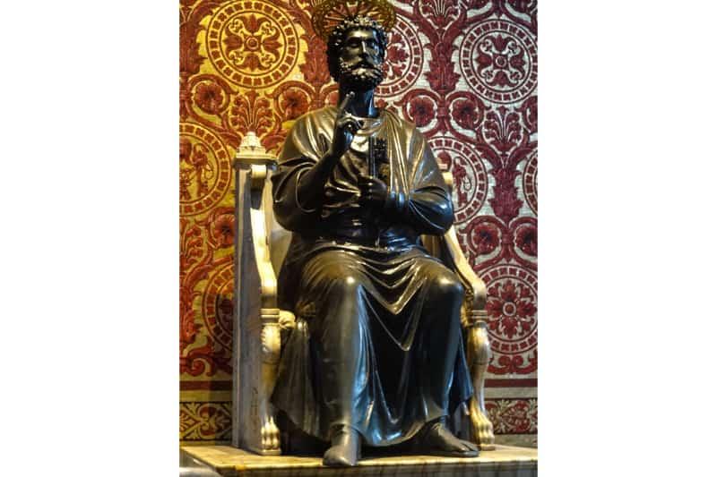 Statua-di-San-Pietro-bronzea-nella-Basilica-di-San-Pietro