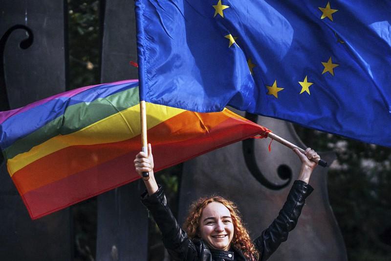 Bandiera-LGBT-e-Unione-Europea