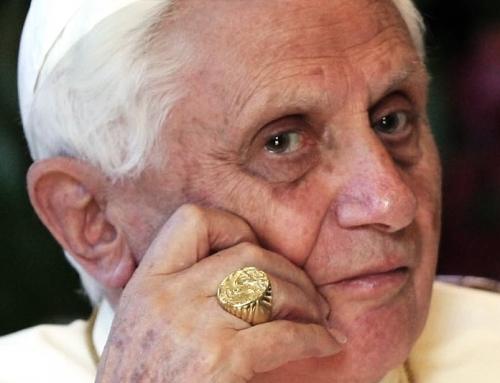 Benedetto XVI: La Chiesa deve adattarsi al tempo presente per raggiungere le persone?