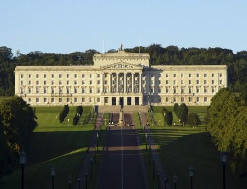 La tragica follia della dittatura LGBT in Irlanda del Nord